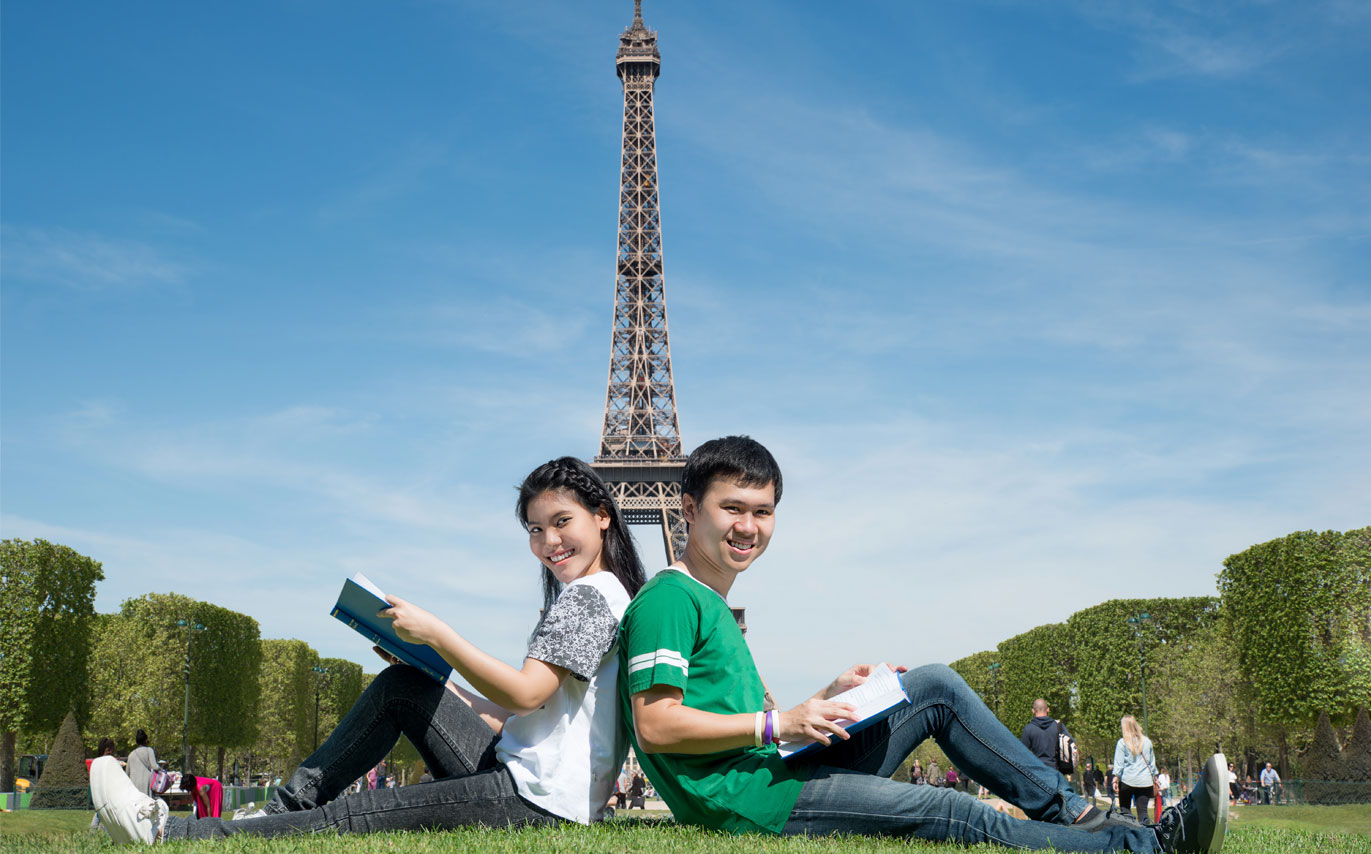 Studying Abroad: Useful Tips for Students Travelling Internationally