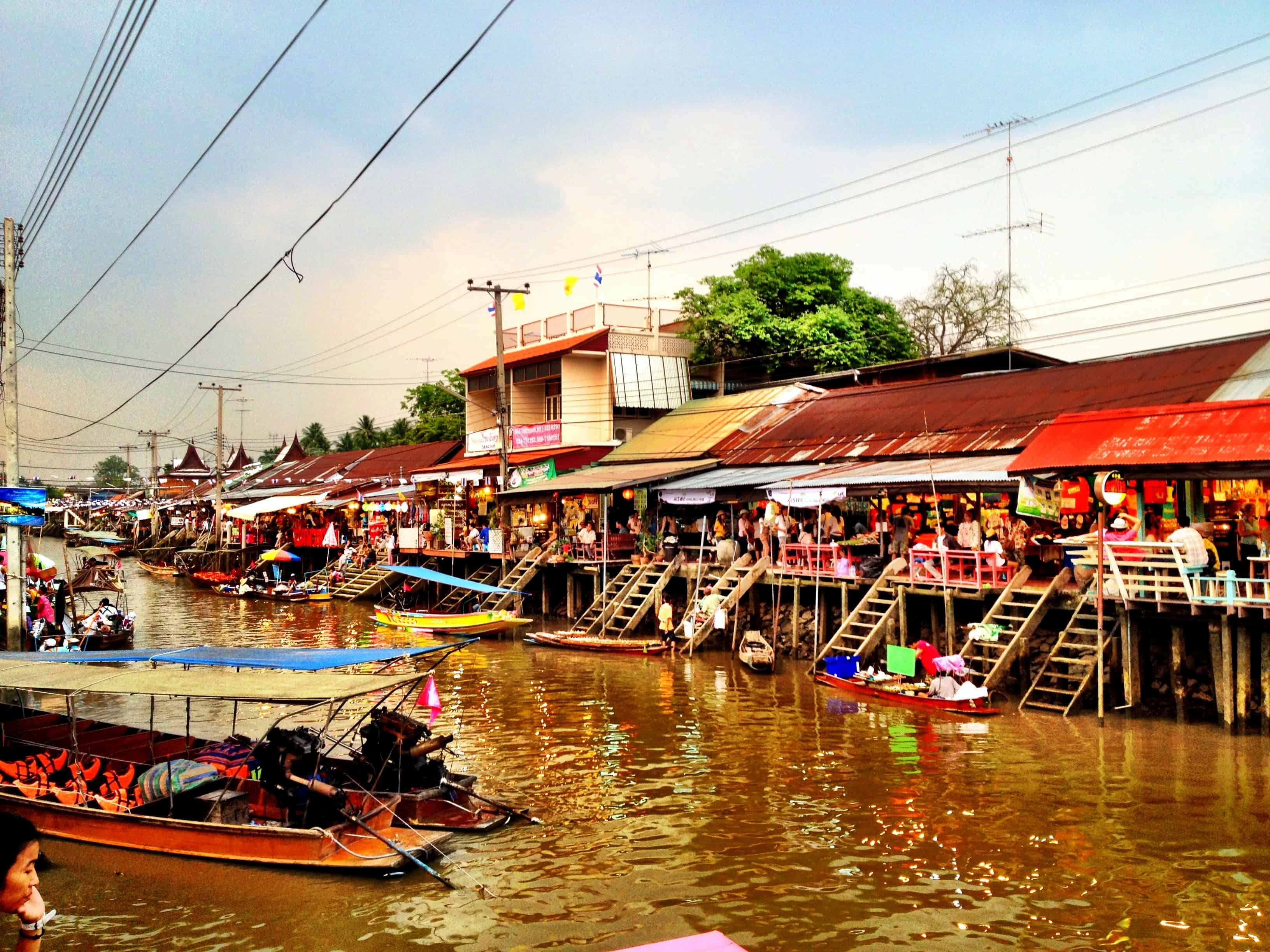 Amphawa Best Floating Market in Bangkok