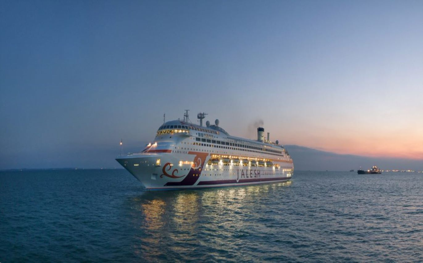Inside The Most Luxurious Cruise Ship In India, 'Karnika' by Jalesh Cruises